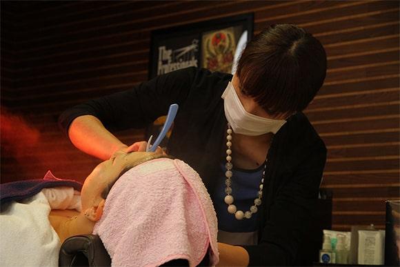 お顔剃りのステップ3 イメージ