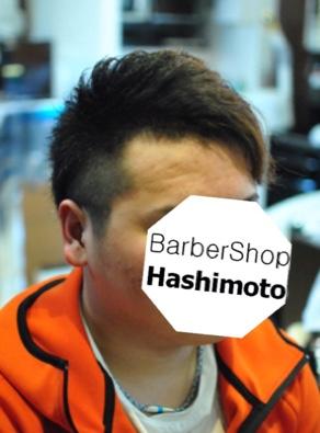 片側に流すスタイリングプチ震災刈りなメンズヘア