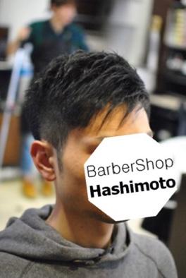 刈り上げショートワンサイドメンズヘア片側に流したスタイル
