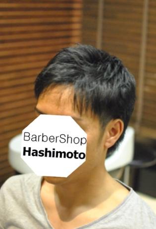 アイロンパーマを使って立つ髪をおさえたメンズヘア